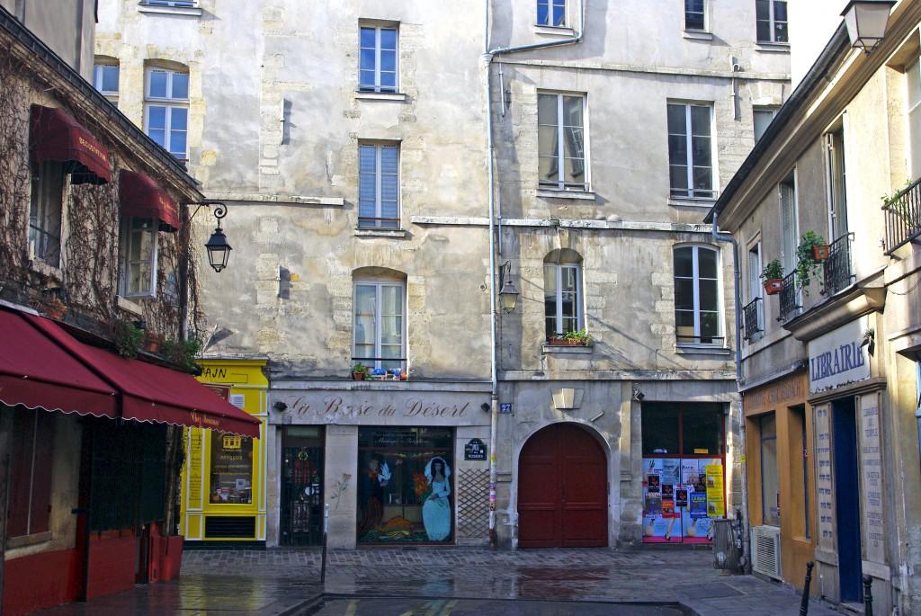 Rue des Hospitalières Saint-Gervais, Paris © French Moments