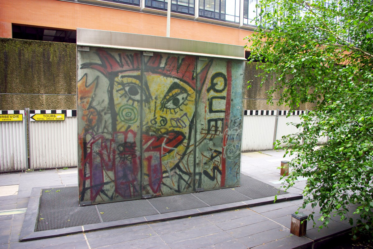 Germany in French - Berlin Wall in Paris © French Moments