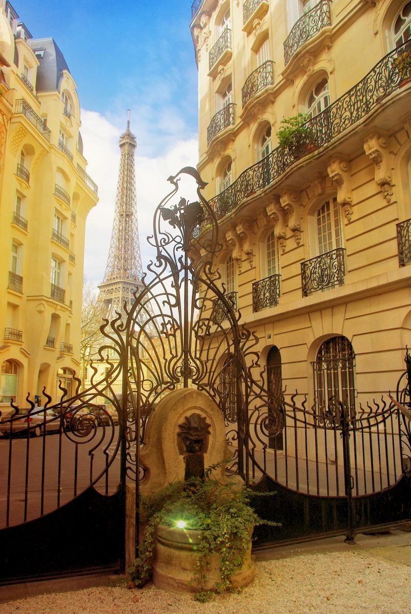 Square Rapp, Paris © French Moments