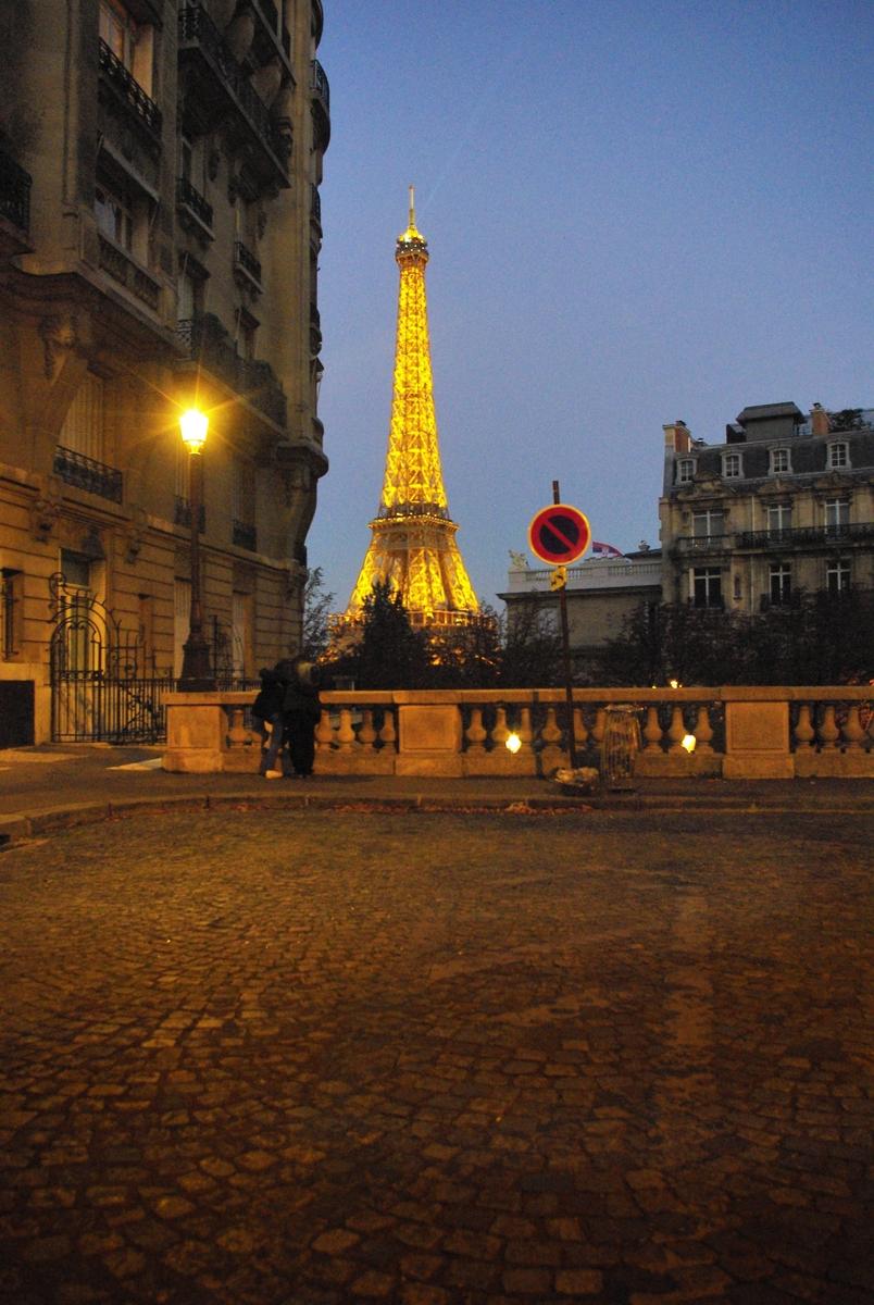 Avenue de Camoëns, Paris © French Moments