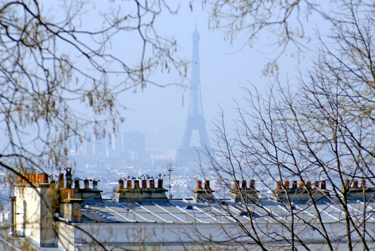Eiffel Tower from Montmartre in March © French Moments