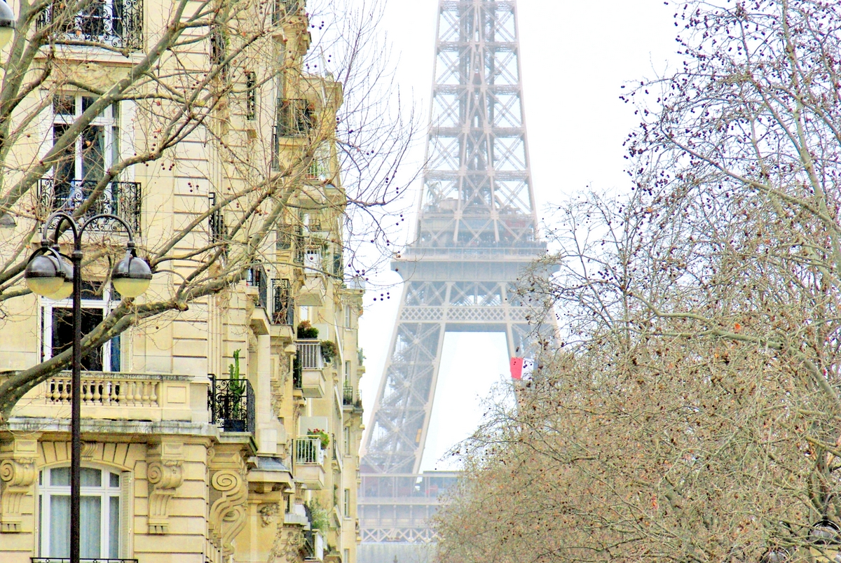 Eiffel Tower from Place de Breteuil © French Moments