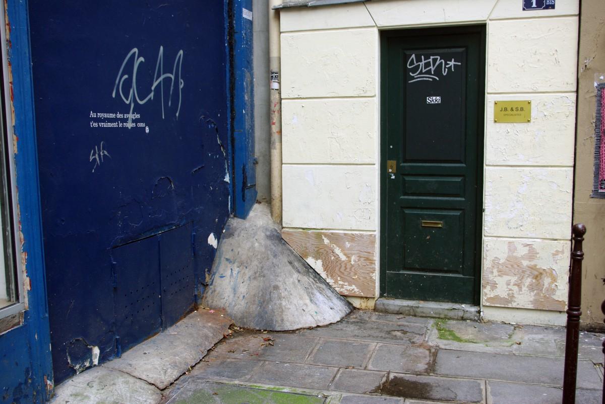 Empêche-pipi, Paris © French Moments