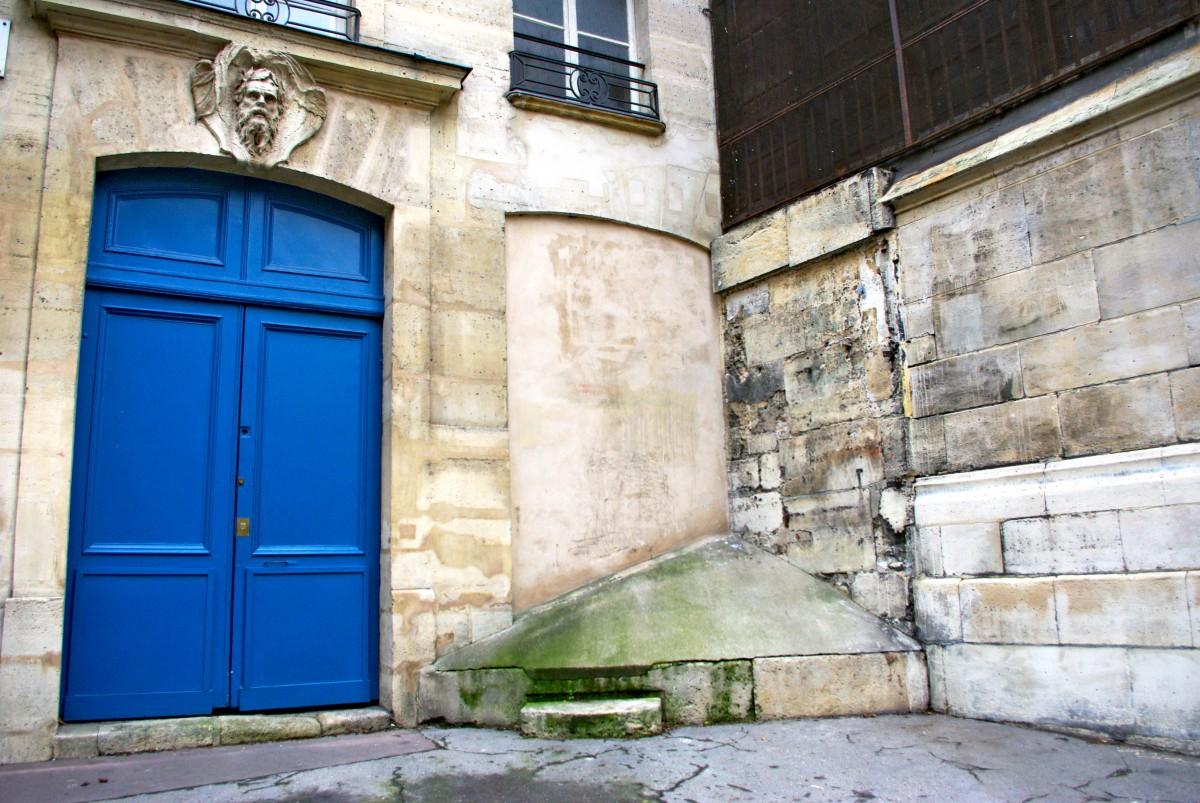 Empêche-pipi Paris