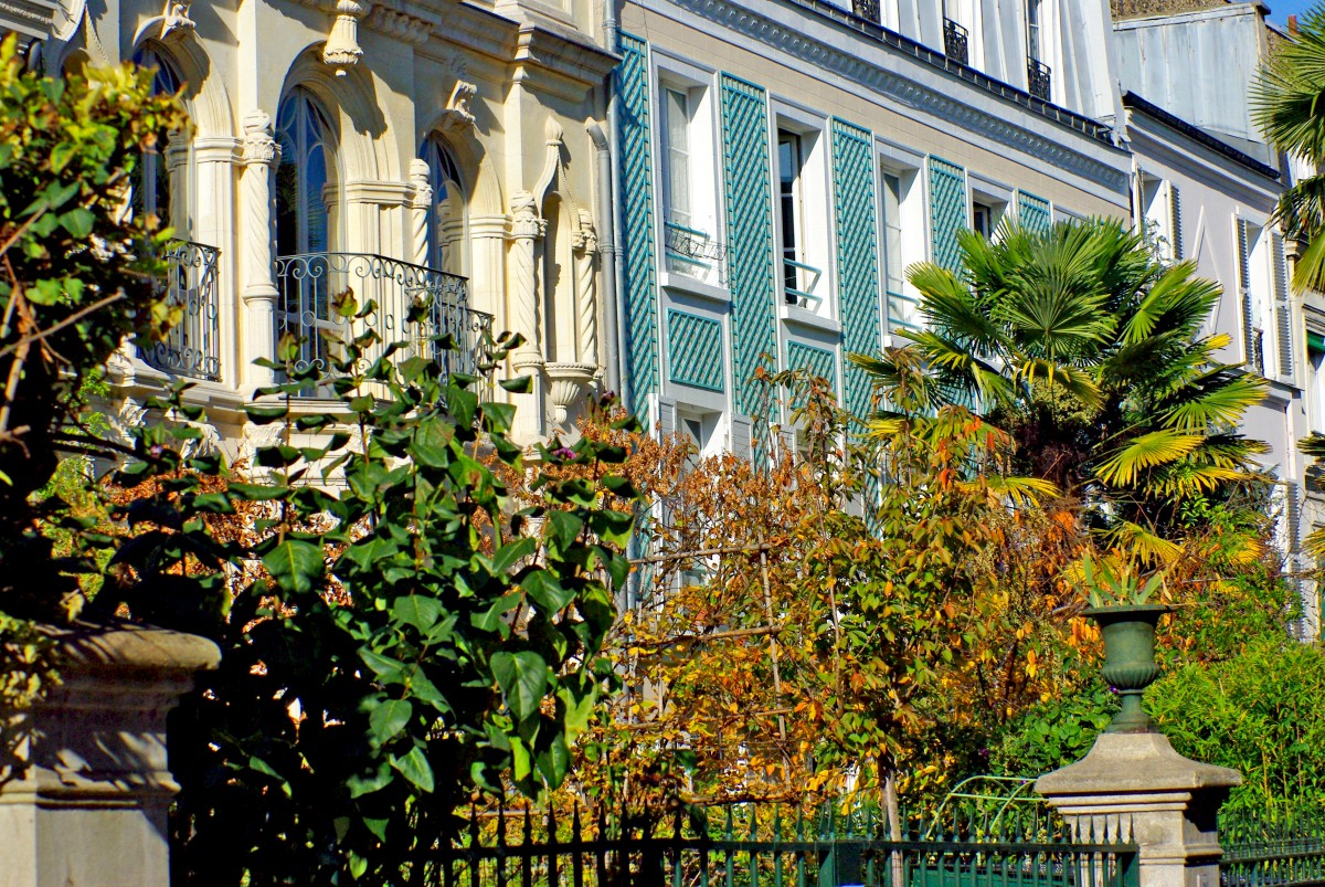 Elegant façades in the 17th arrondissement of Paris © French Moments