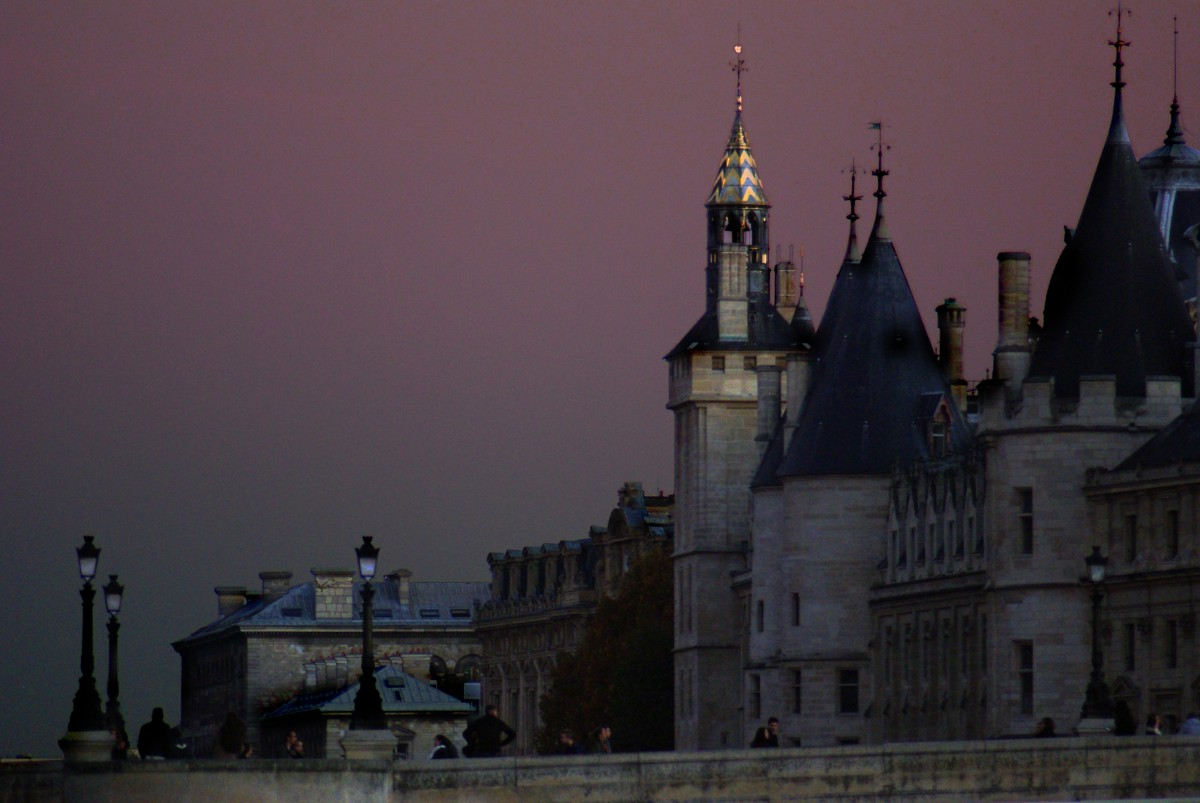 Conciergerie at dusk © French Moments
