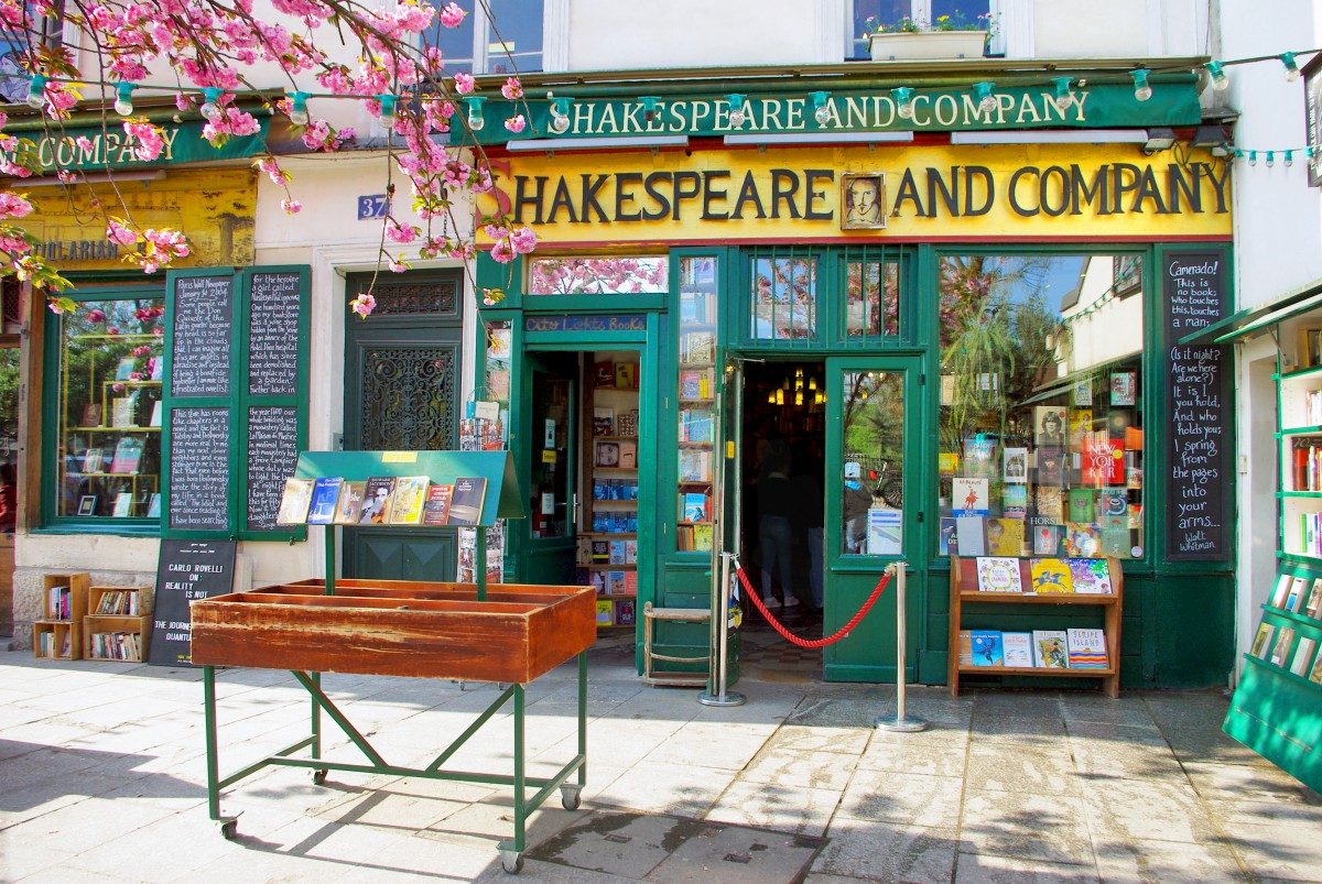 Shakespeare and company, Fifth arrondissement of Paris © French Moments