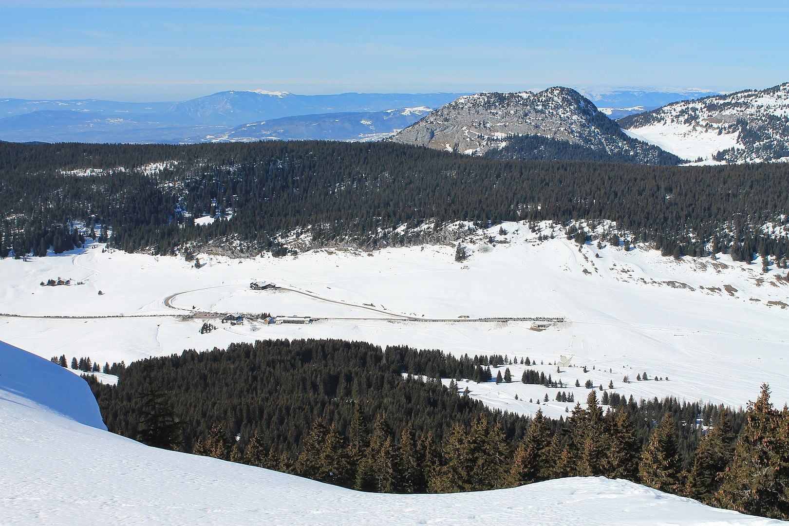 Plateau des Glières in winter © B. Brassoud - licence [CC BY-SA 4.0] from Wikimedia Commons