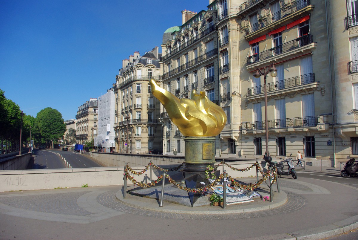 Facts about Paris - Flame of Liberty © French Moments