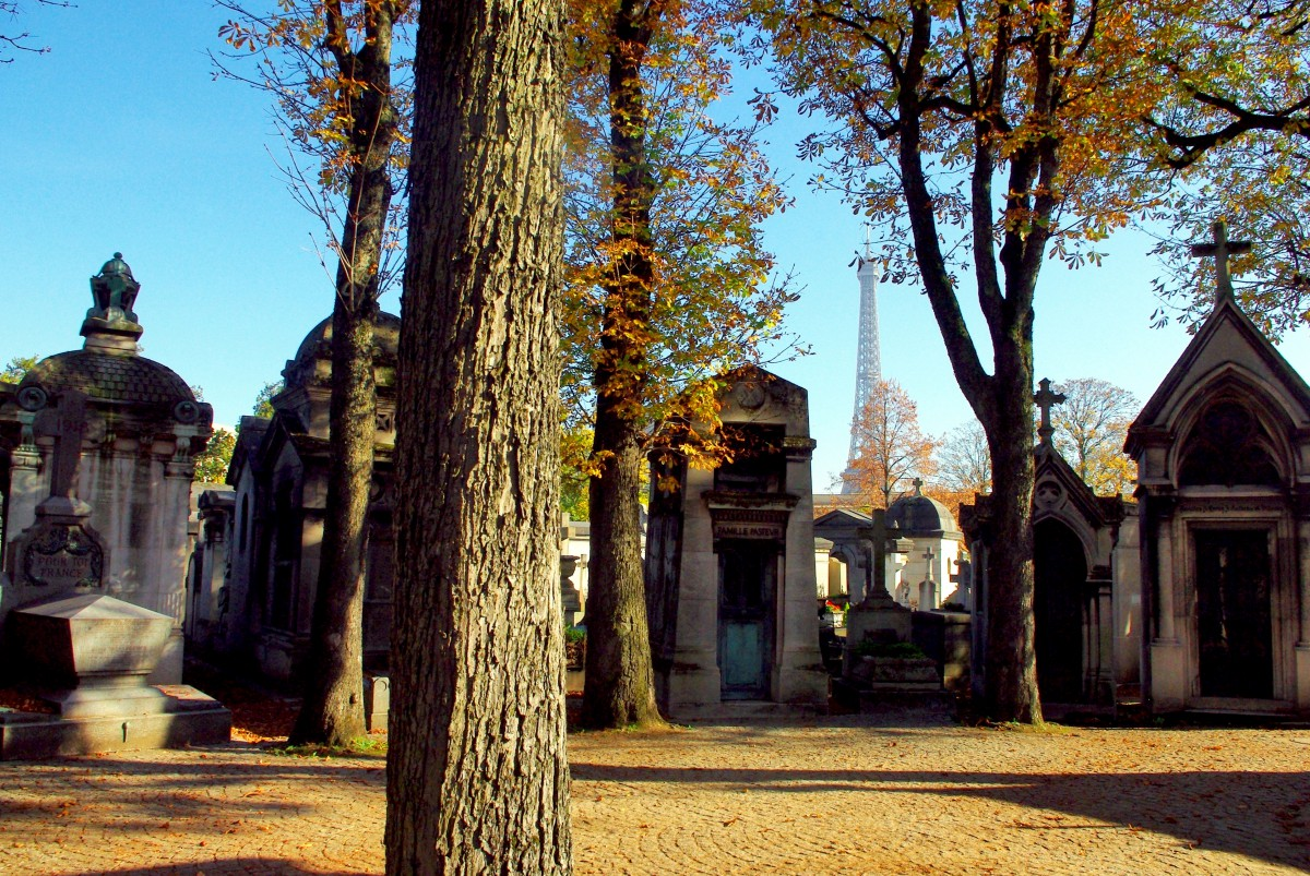All Saints' Day in France - Passy Cemetery in Paris © French Moments