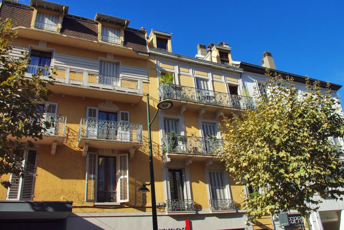 Rue de Genève, Aix-les-Bains © French Moments