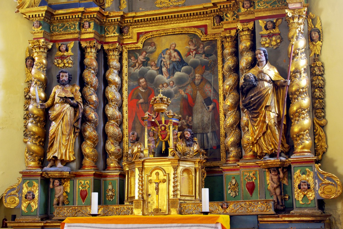 The Baroque altarpiece of the church of Granier © French Moments