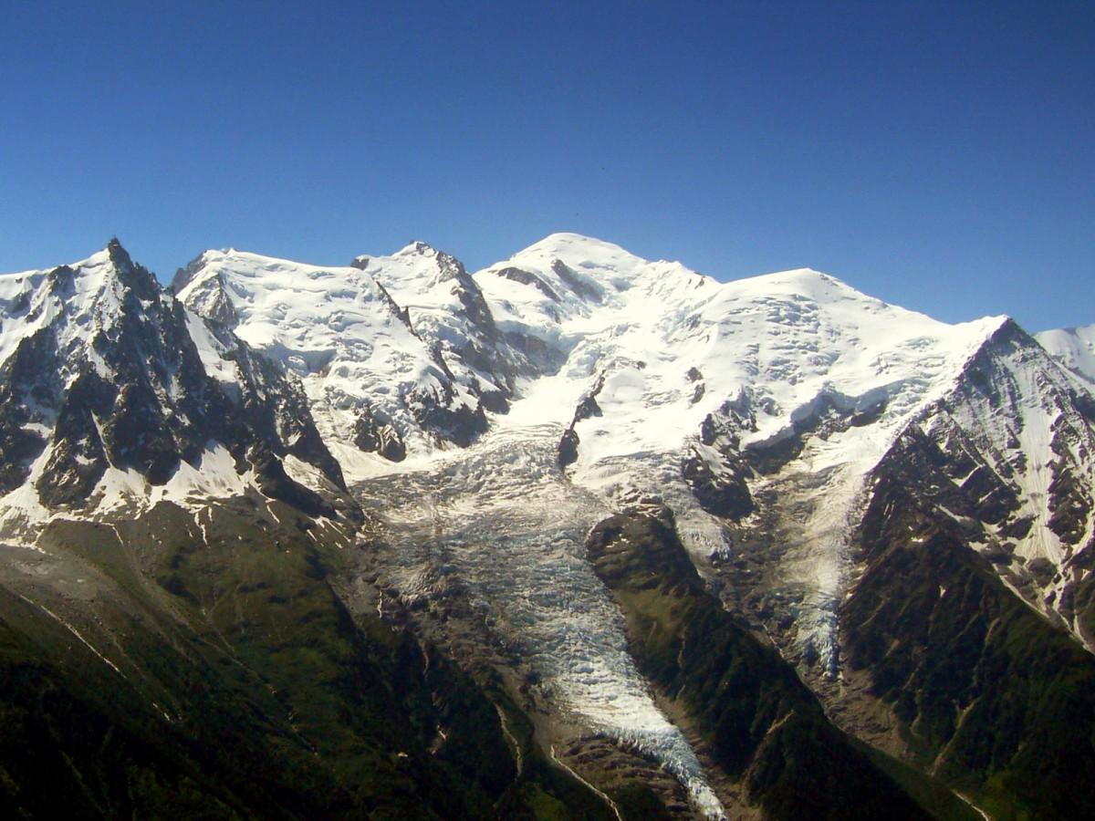 Le Brévent and Mont-Blanc by Jonathan M (GNU)