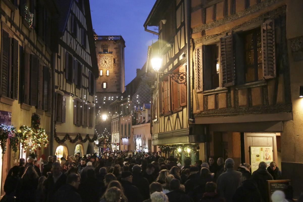 A stroll in the Grand'Rue of Ribeauvillé © Office de Tourisme Pays de Ribeauvillé-Riquewihr