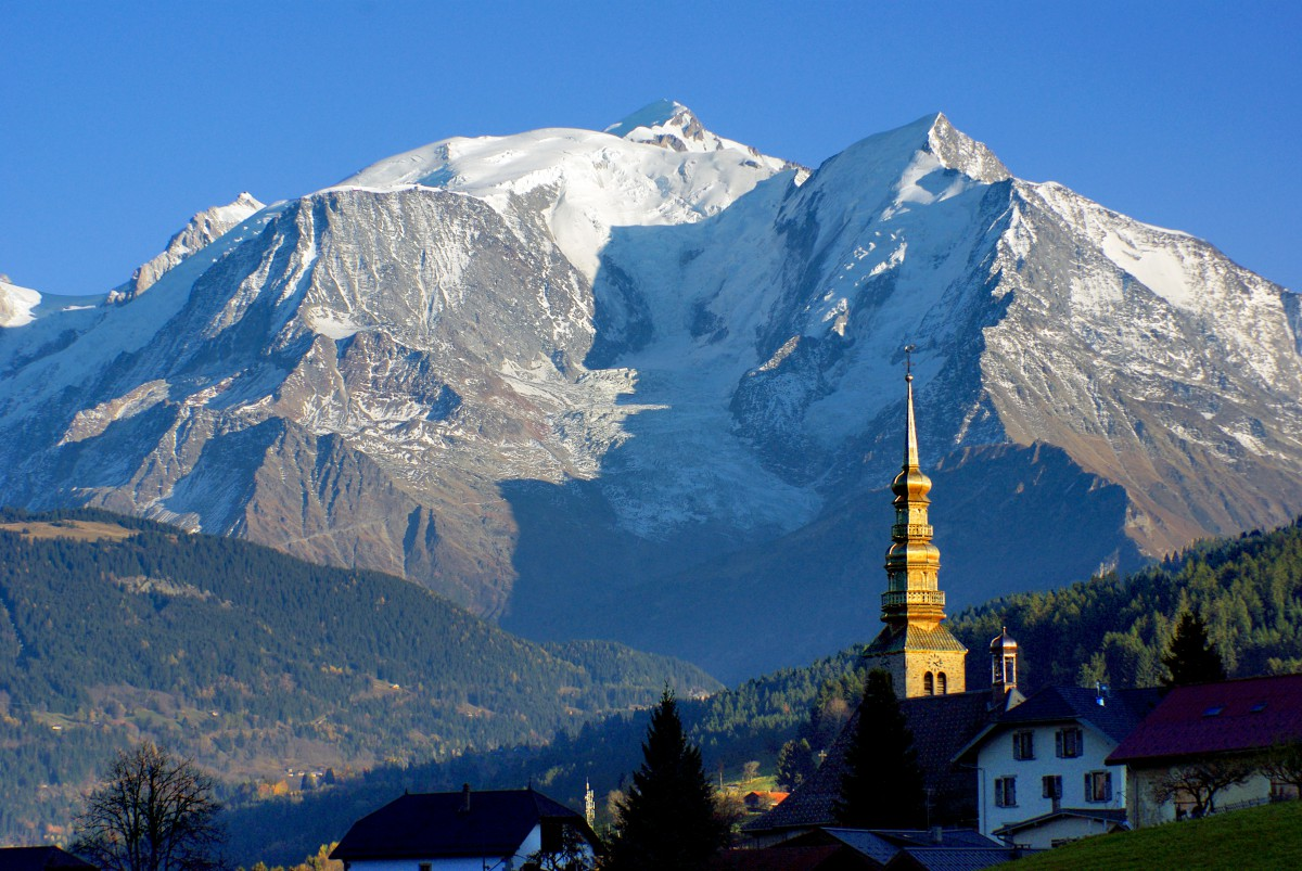 The church of Combloux and Mont-Blanc © French Moments