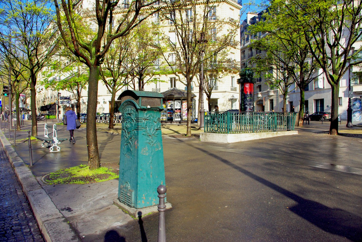 Sand box at Place Georges Guillaumin, Paris © French Moments