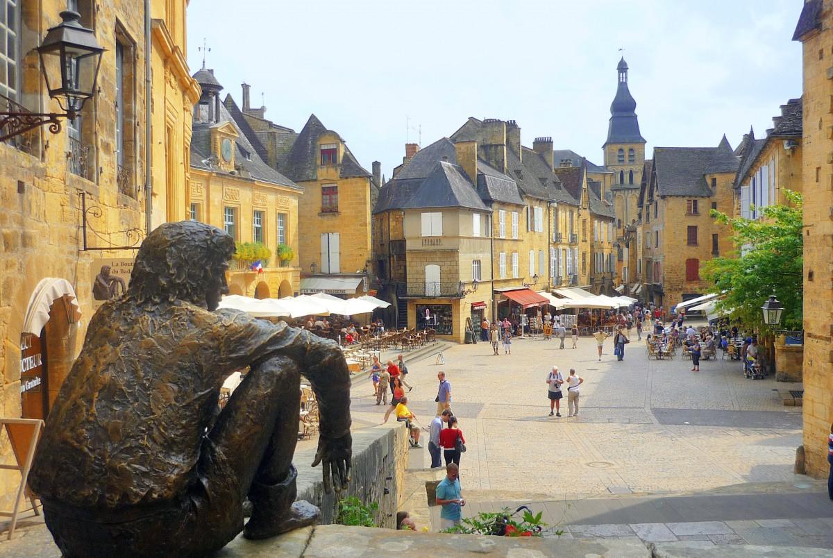 romantic destinations in France: Sarlat-la-Canéda, Périgord © French Moments