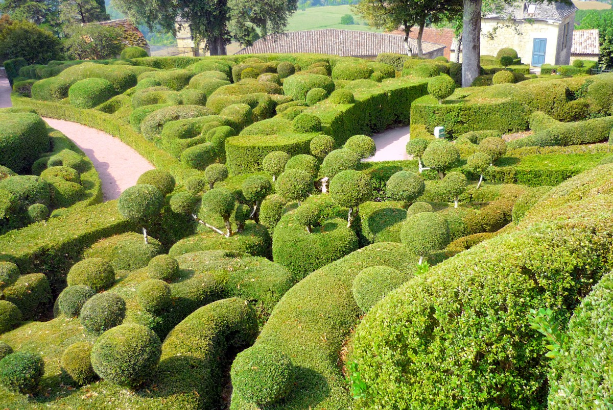 romantic destinations in France: The gardens of Marqueyssac © French Moments