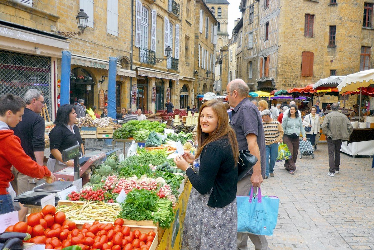 Market day in Sarlat-la-Canéda, Périgord © French Moments