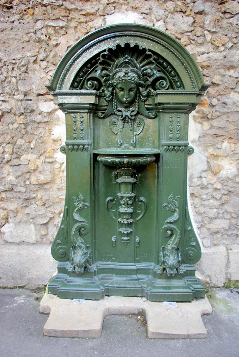 Wallace Fountain in rue Geoffroy Hilaire (5th arrt) © French Moments