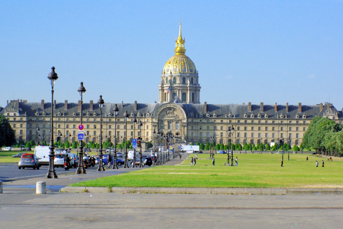 The esplanade des Invalides, Paris © French Moments