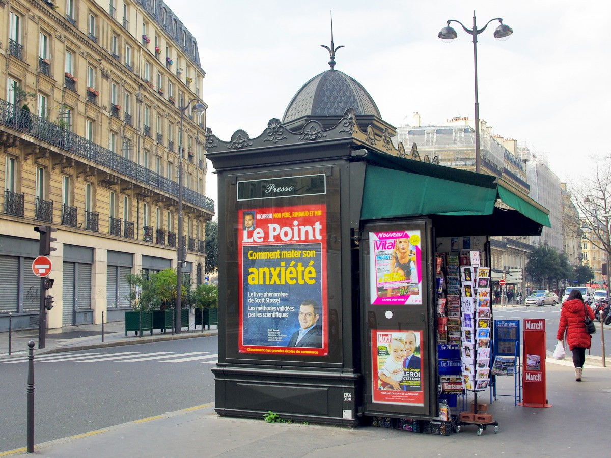 Paris Newspaper kiosk © French Moments