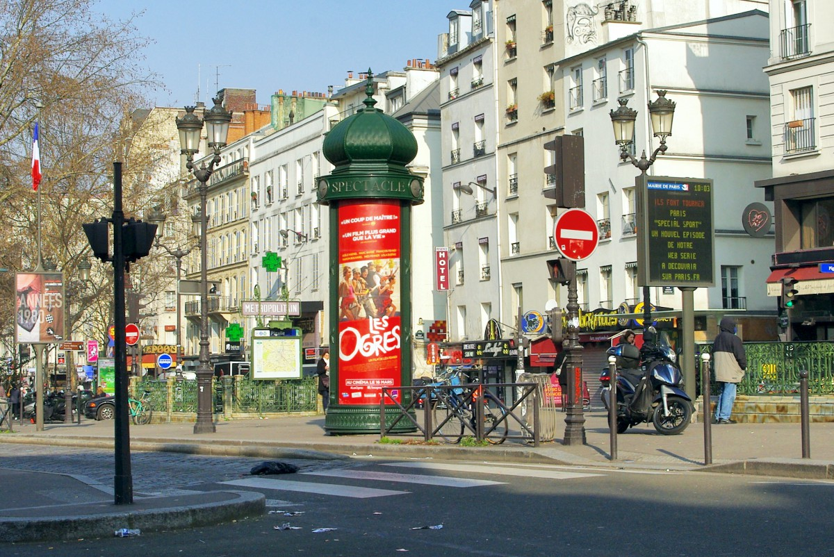 Morris Column, Place Pigalle, 9th arrt of Paris © French Moments