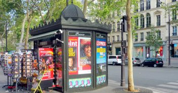 Newspaper kiosks in Paris, in Boulevard des Italiens (9th arrt) © French Moments
