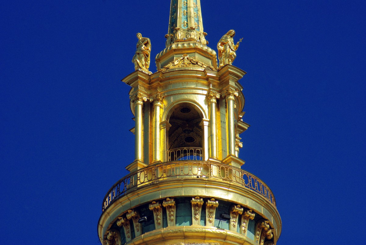 The pinnacle of the Dome church of Les Invalides © French Moments