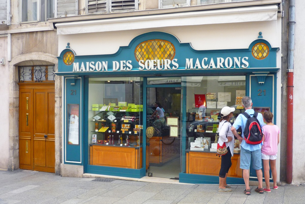 The store of the Sœurs Macarons in Nancy © French Moments