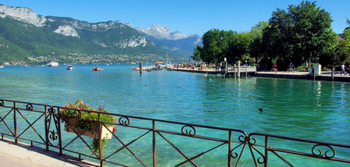Annecy Lakeshore (Jardins de l'Europe) © French Moments