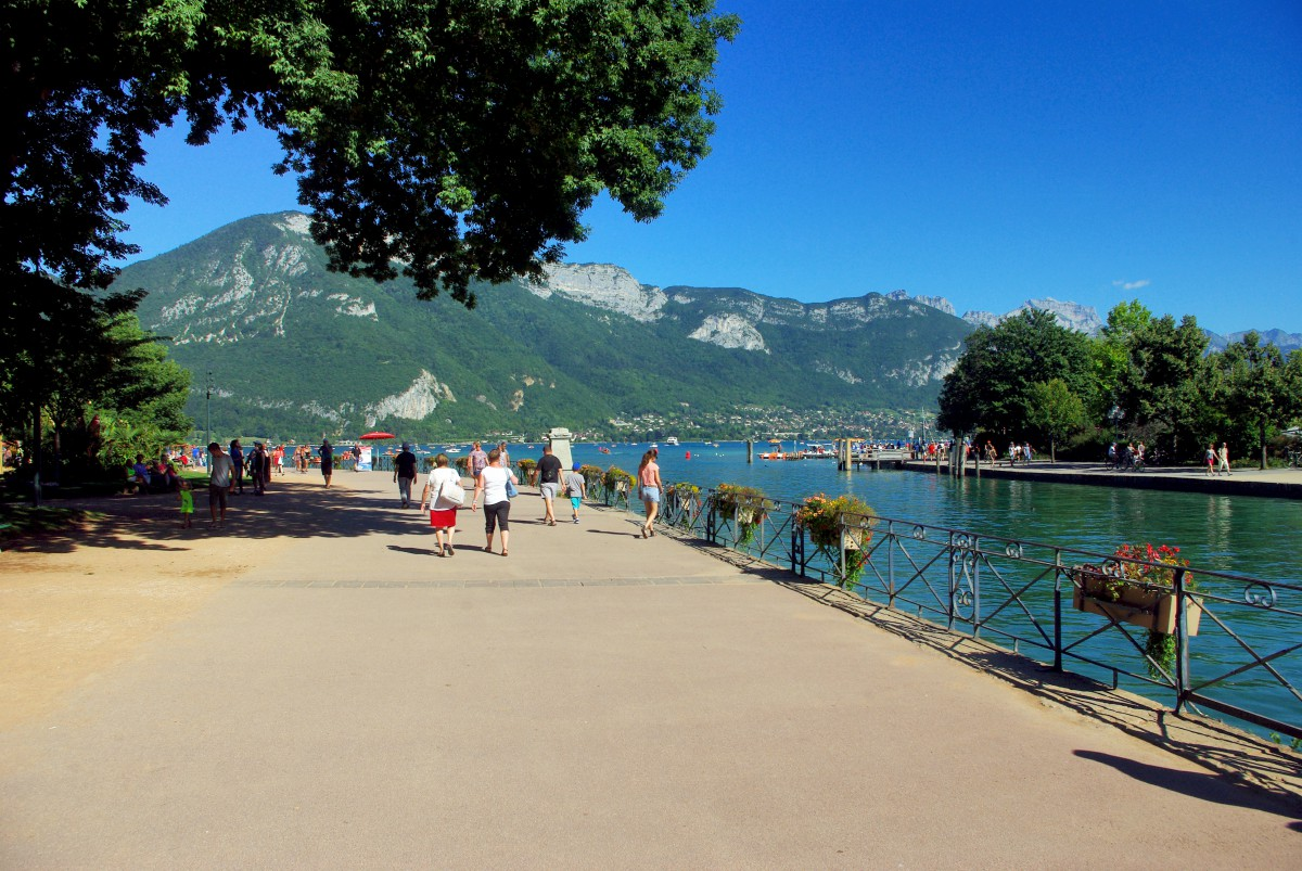 Lakefront of Annecy (Jardins de l'Europe) © French Moments
