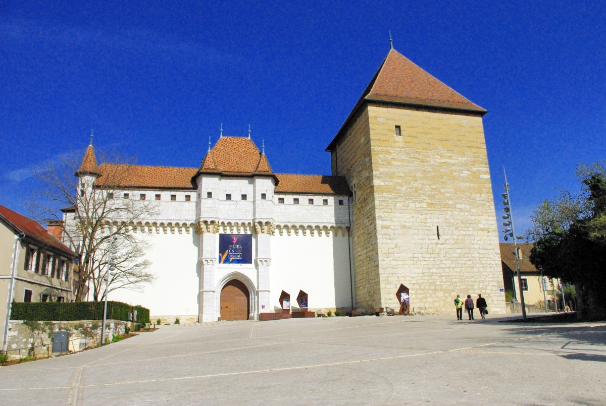 Castle of Annecy, Place du Château © French Moments