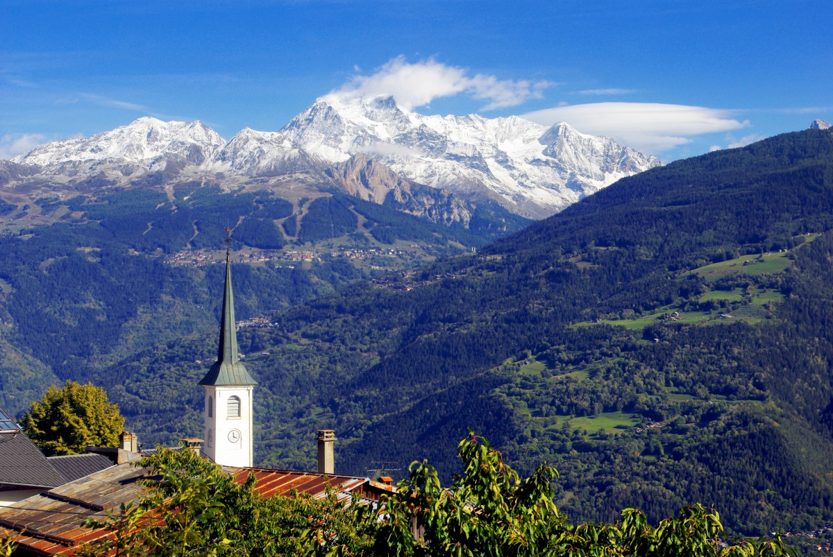 Seasons of the year in France - summer in the French Alps © French Moments