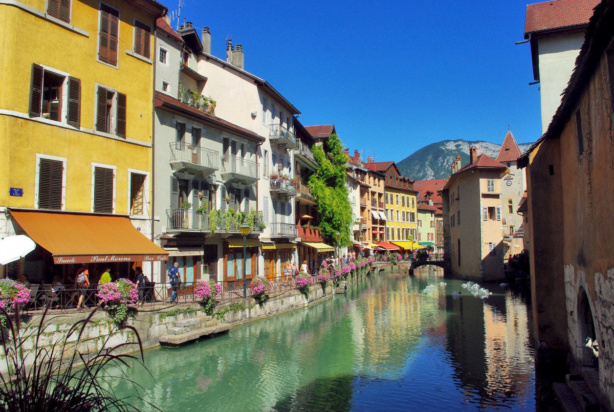 Quai de l'Evêché, Annecy © French Moments
