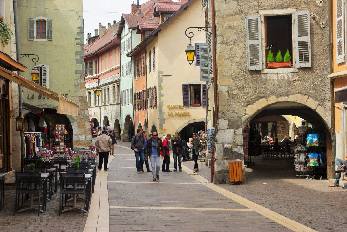 Rue de l'Île, Annecy © French Moments
