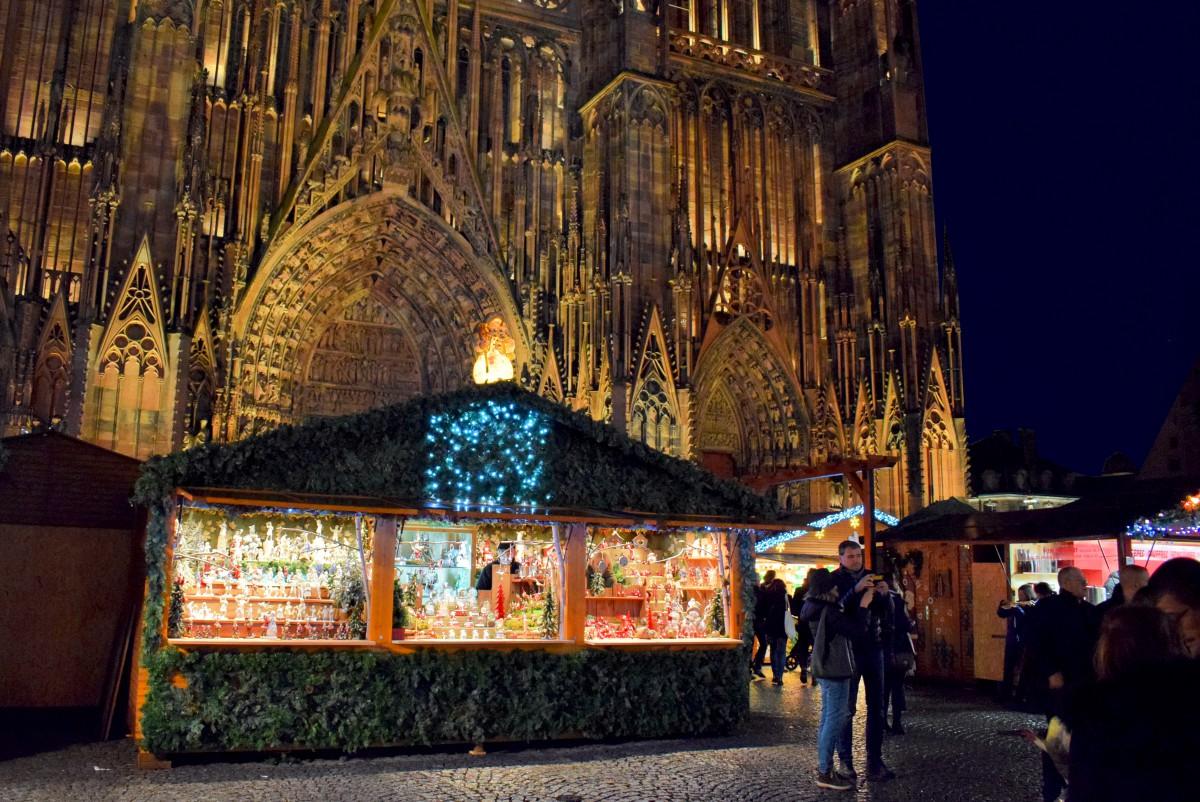 Strasbourg Christmas market in place de la Cathédrale © French Moments