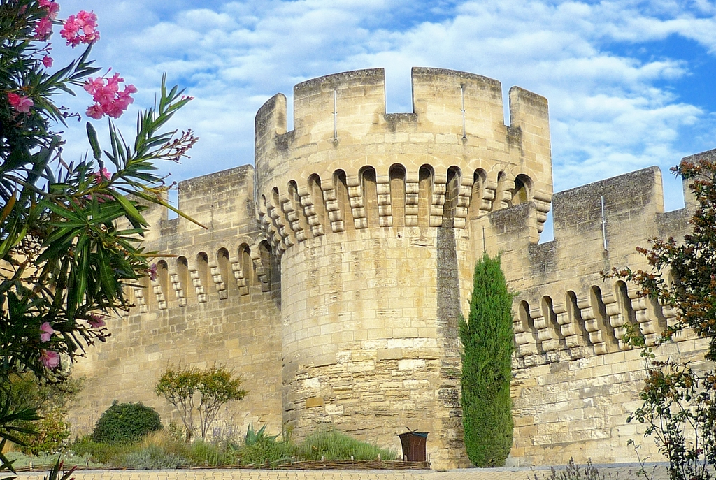 The ramparts of Avignon © French Moments
