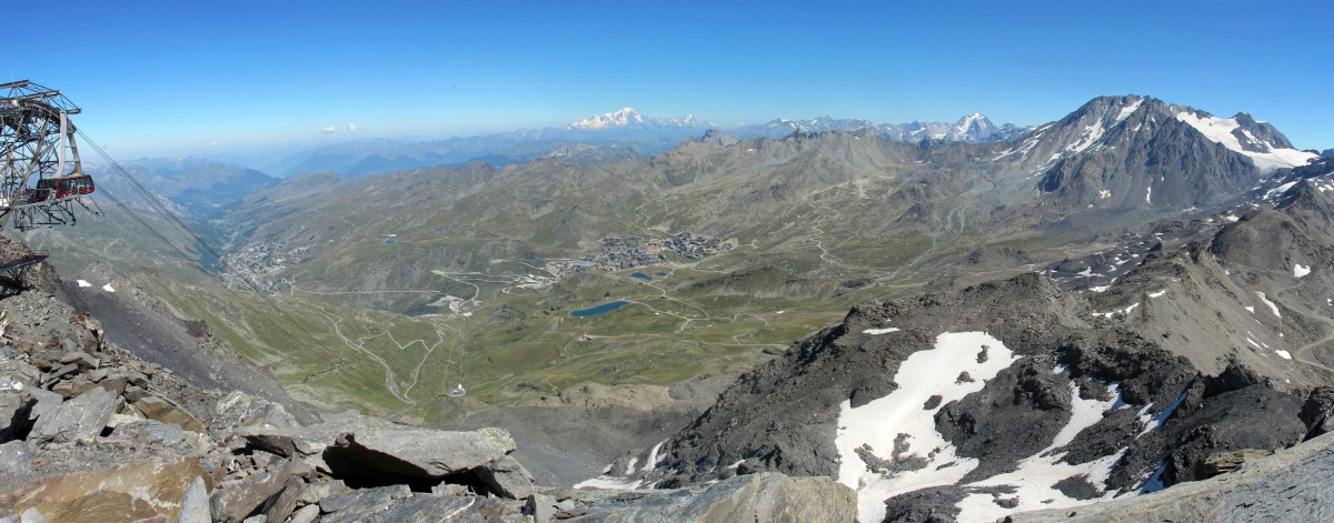 The view from Cime de Caron looking towards the Vanoise massif and Mont Blanc © Simon Strueux - licence [CC0] from Wikimedia Commons