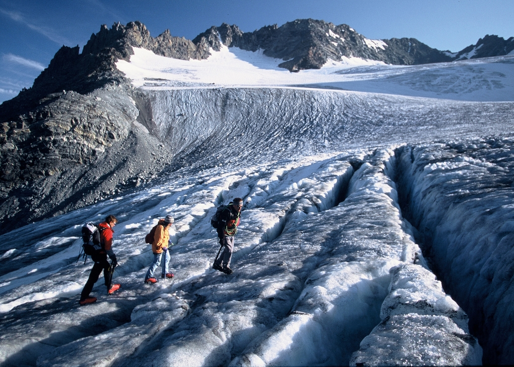 Hiking in the glaciers © F Oddoux - OT Val Thorens