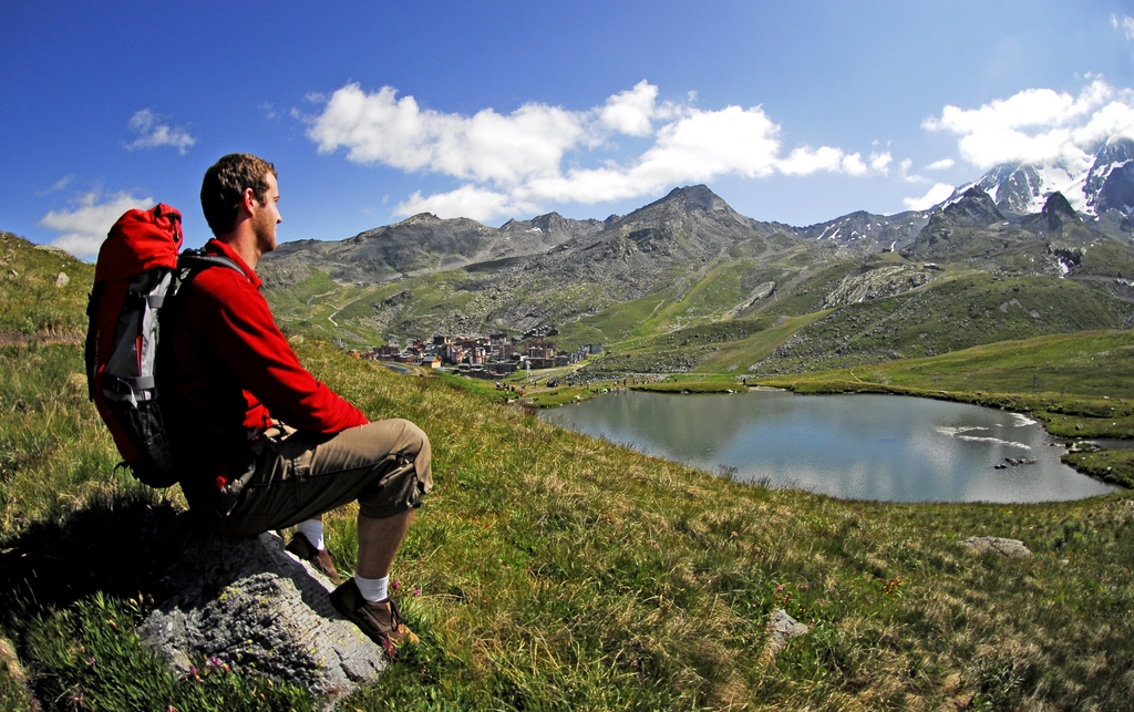 Hiking near Val Thorens in Summer © J.Clatot OT Val Thorens