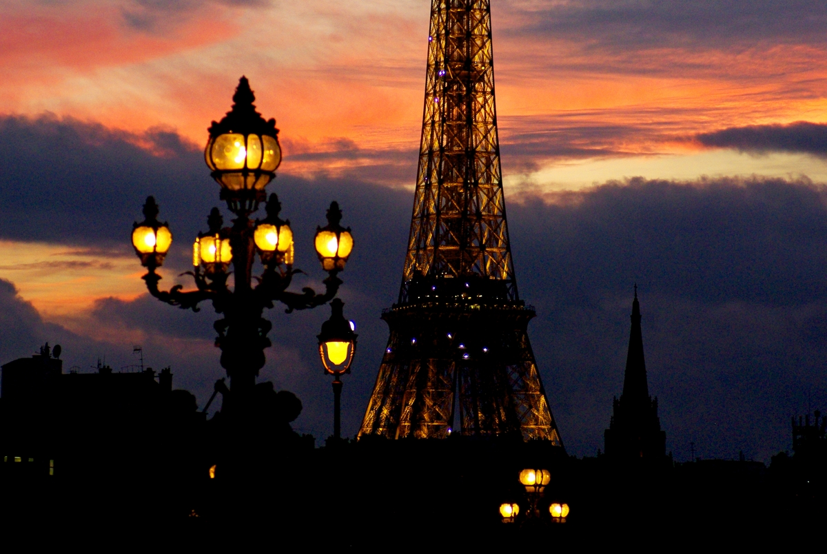 Pont Alexandre III and the Eiffel Tower at sunset © French Moments