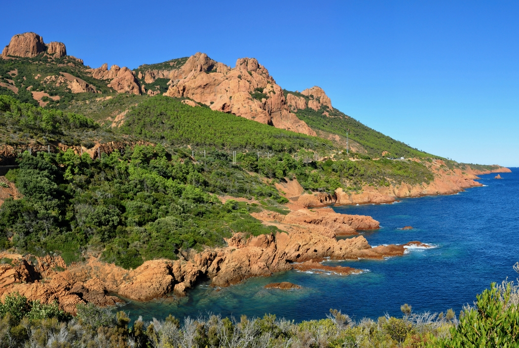 The Esterel coast © Tobi 1987 - licence [CC BY-SA 3.0] from Wikimedia Commons