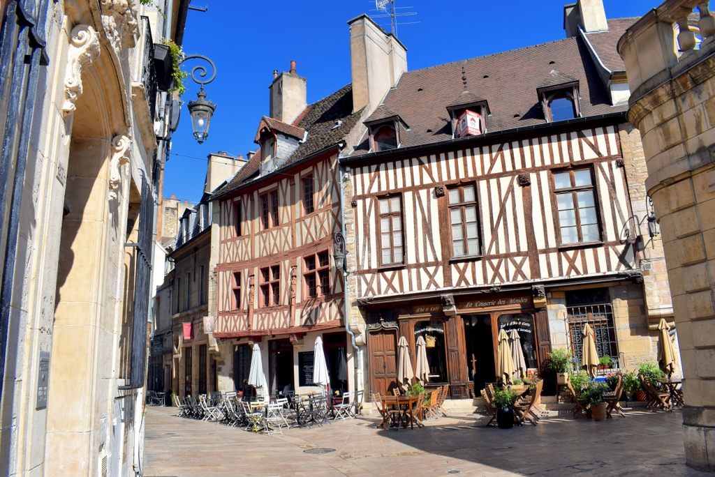 Fine half-timbered houses in Rue Amiral Roussin, Dijon © French Moments