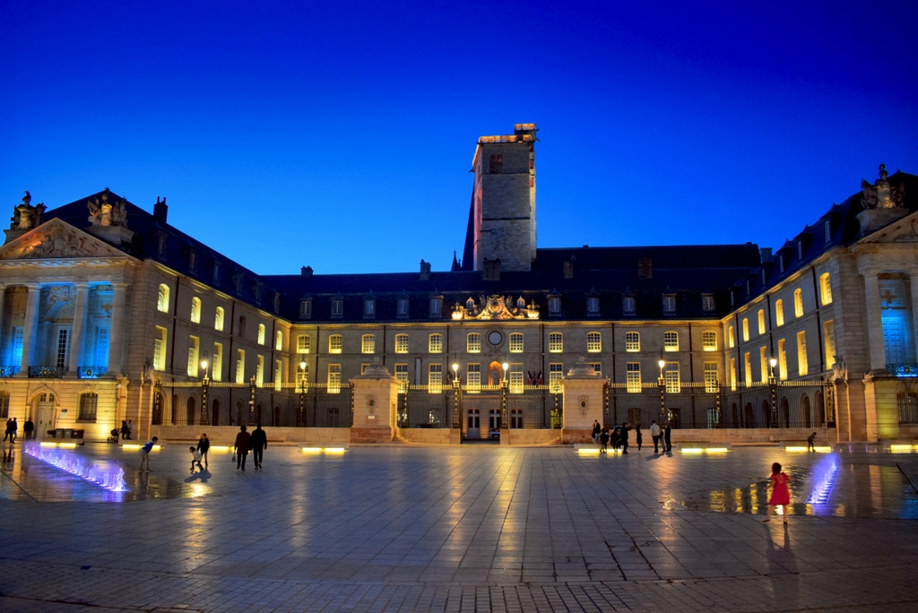 Place de la Libération, Dijon © French Moments