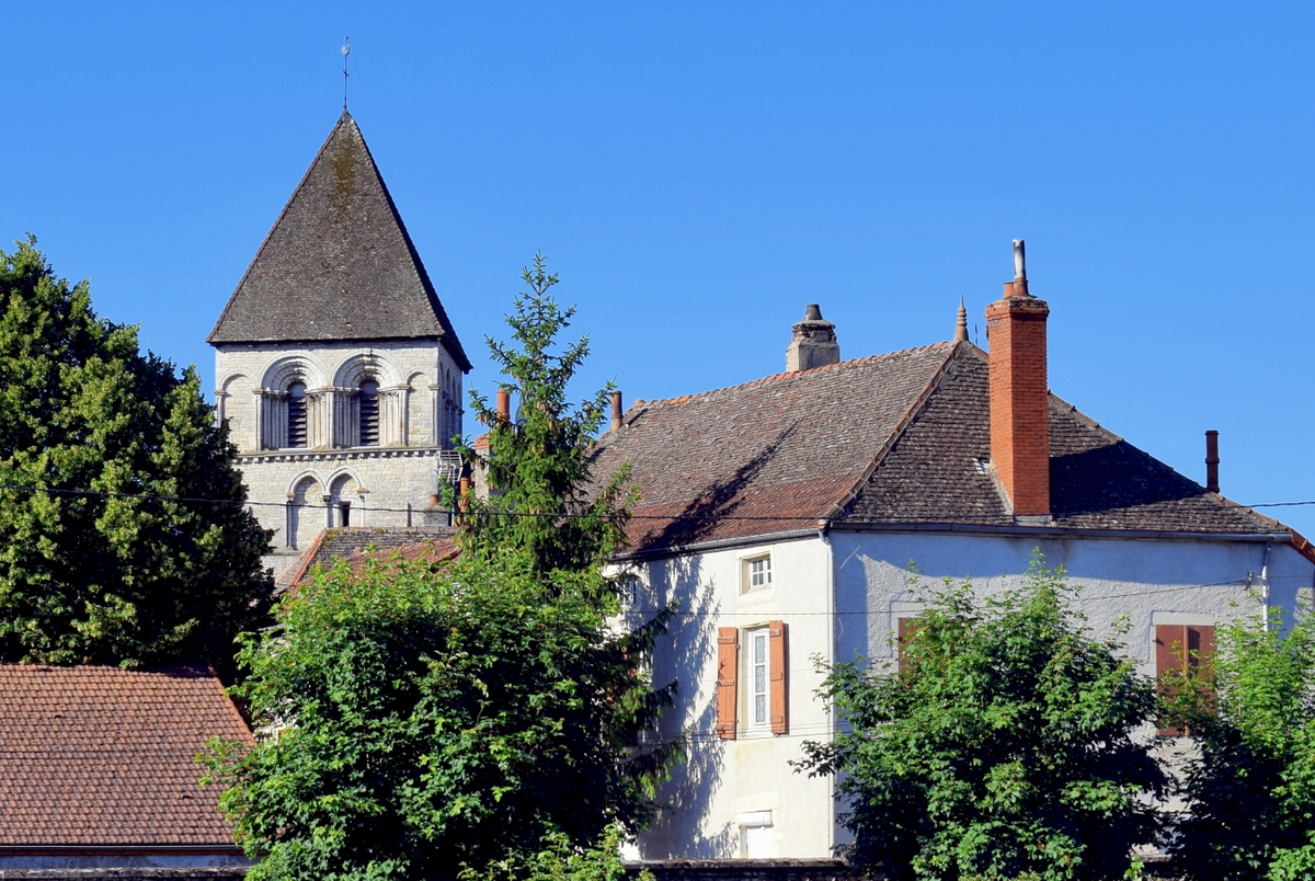 The Romanesque church of Chagny © French Moments
