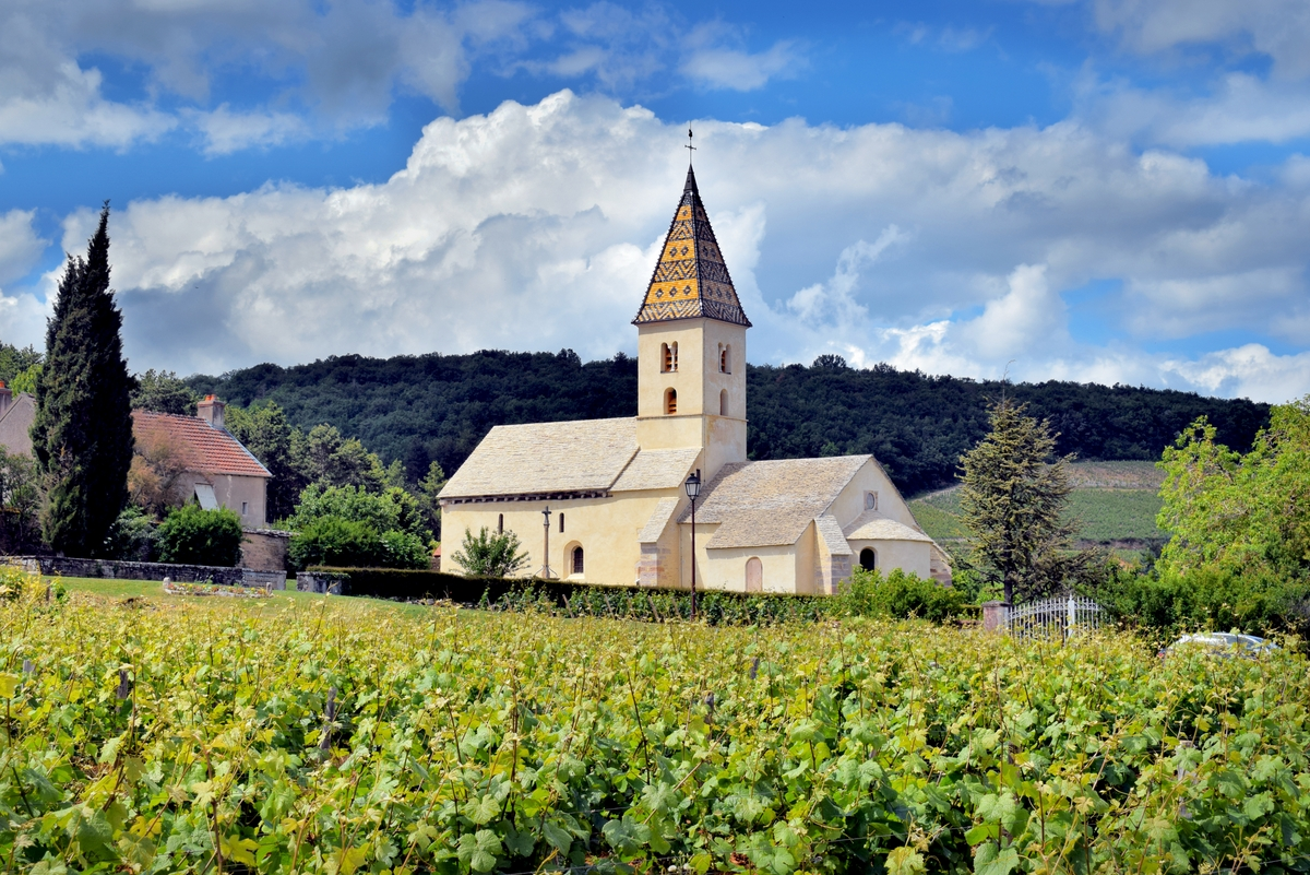 Saint-Antoine Church in Fixey © French Moments