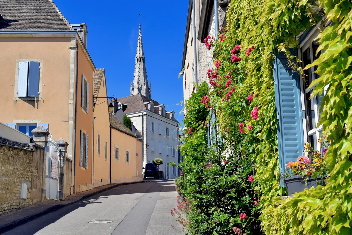 Meursault in Burgundy © French Moments