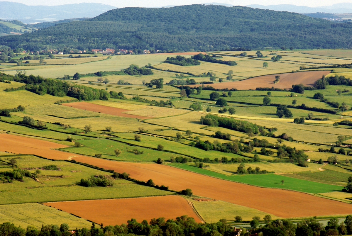 French countryside in Burgundy © French Moments