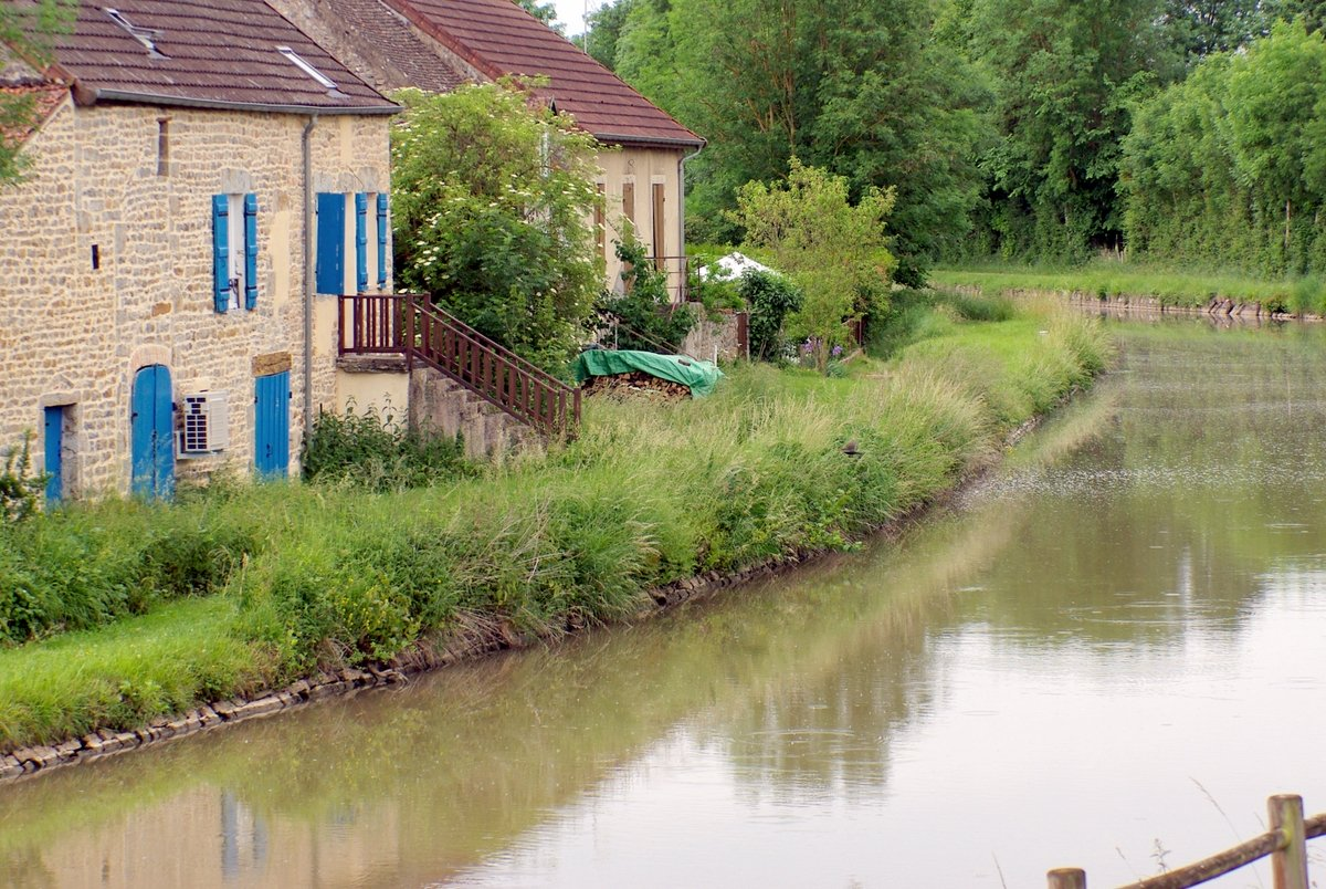 The Canal du Centre at Saint-Gilles © French Moments